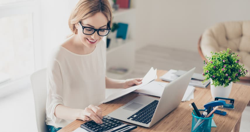 woman doing bookkeping for small business Roman Samborskyi