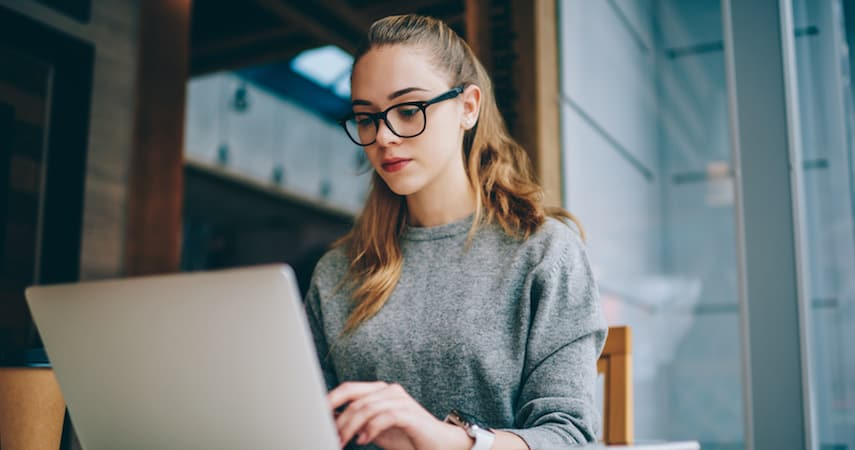 young woman building websites on her laptop GaudiLab